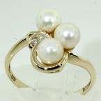 Charming Ladies Estate 14k Yellow Gold Pearl and Diamond Right Hand Ring Jewelry