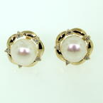 Lustrous Ladies Estate 14K Yellow Gold Button Cultured Pearl Diamond Earrings Jewelry
