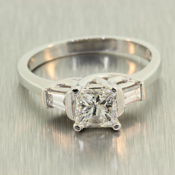 Scintillating Ladies Platinum Princess Cut Diamond 0.85CTW Engagement Ring Jewelry