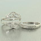 Exquisite Ladies Vintage 14K White Gold Diamond 1.00CTW Anniversary Ring Jewelry