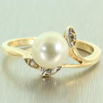 Lustrous Vintage Ladies 14K Yellow Gold Pearl Diamond Ring Jewelry