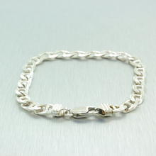 Lustrous 925 Sterling Silver Gucci Link Design 8 in bracelet  Jewelry