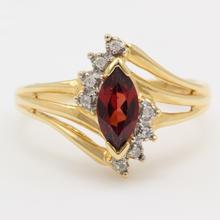 Vintage Classic Ladies 14kt Yellow Gold Garnet Diamond Birthstone Right Hand Ring