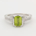Vintage Ladies 14K White Gold Natural Peridot and Diamond 1.70CTW Ring Jewelry