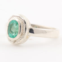 Modern Estate Sterling Silver 925 Emerald Green Cocktail Ring Size 7 Ring