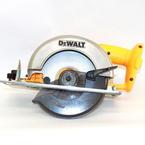 """DeWalt  6.5"""" 18V  Cordless Circular Saw DW939"""