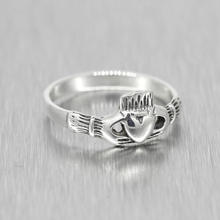 Estate Ladies 925 Silver Two Hands Holding Heart Claddagh Ring Size 6