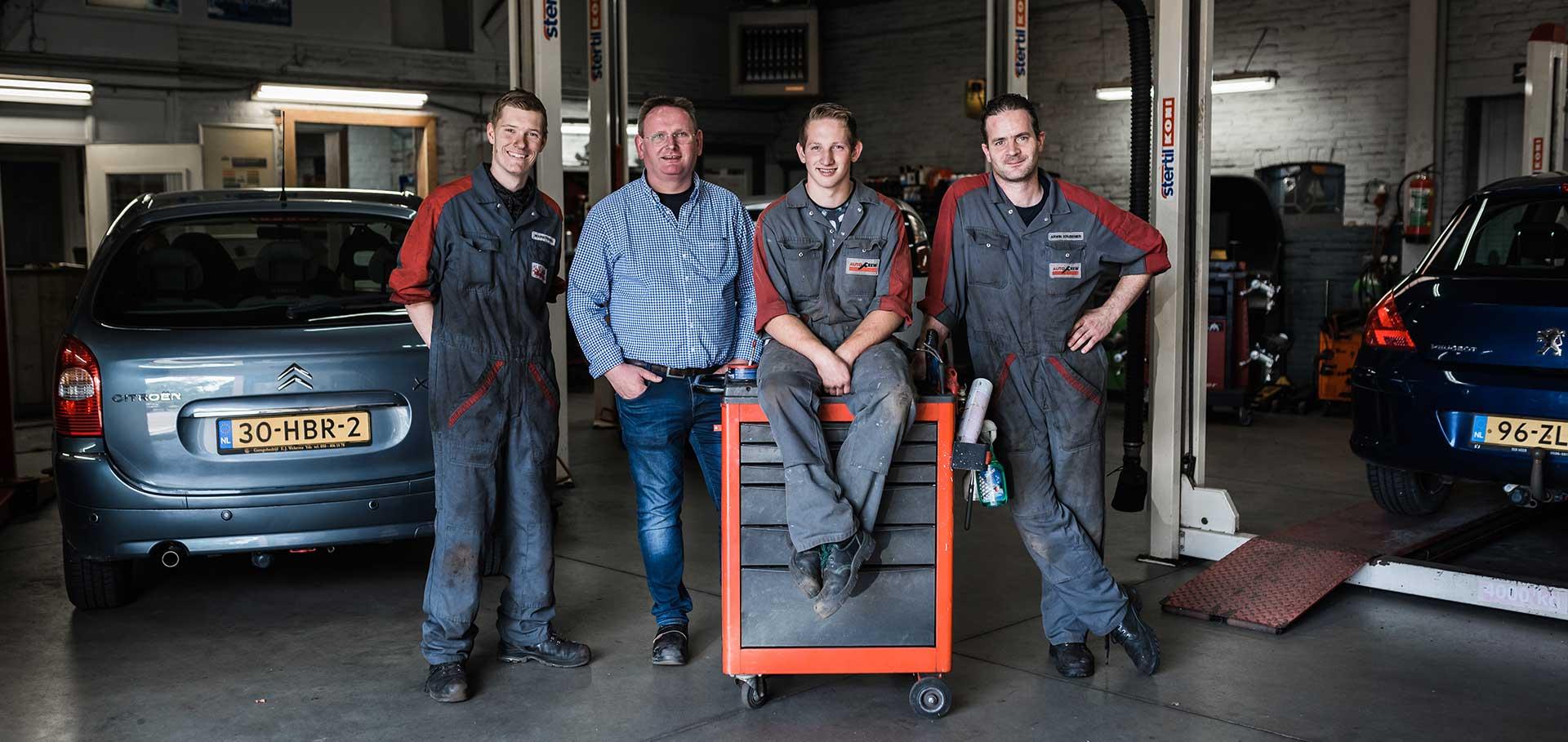 Het vakkundig team van Autobedrijf Gert Weesies