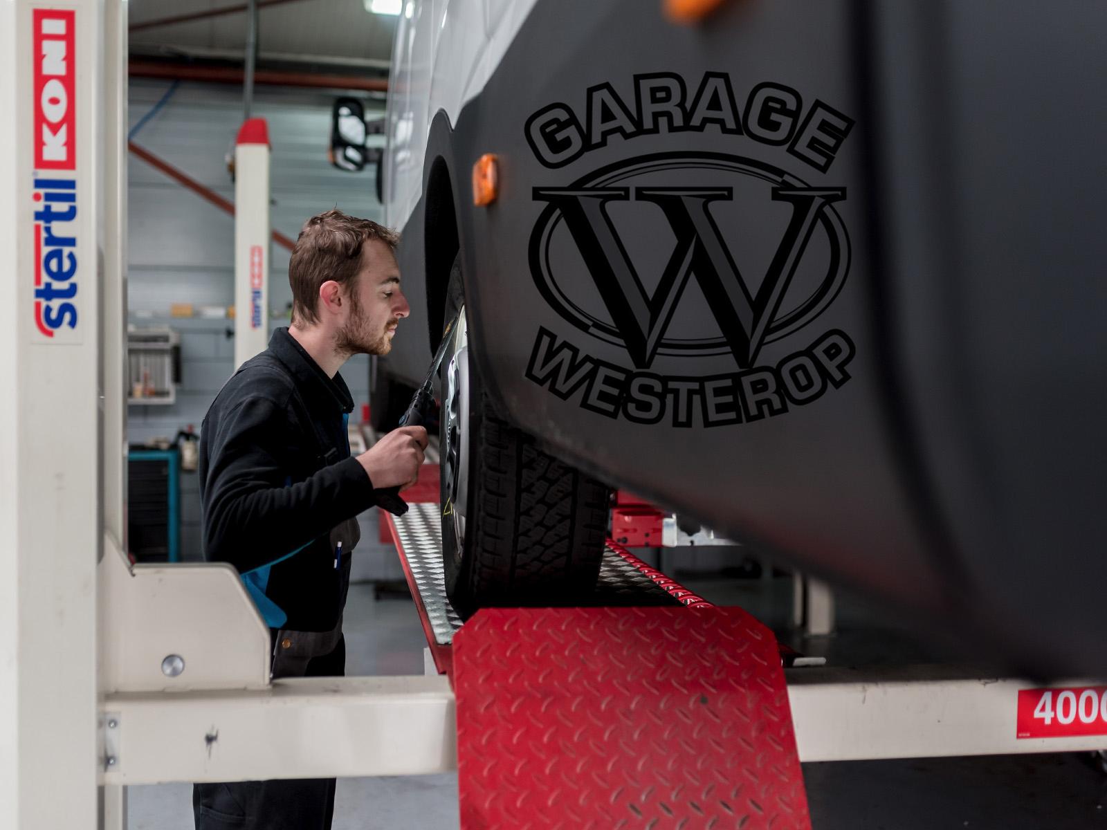Onderhoud bij autobedrijf in Emmeloord