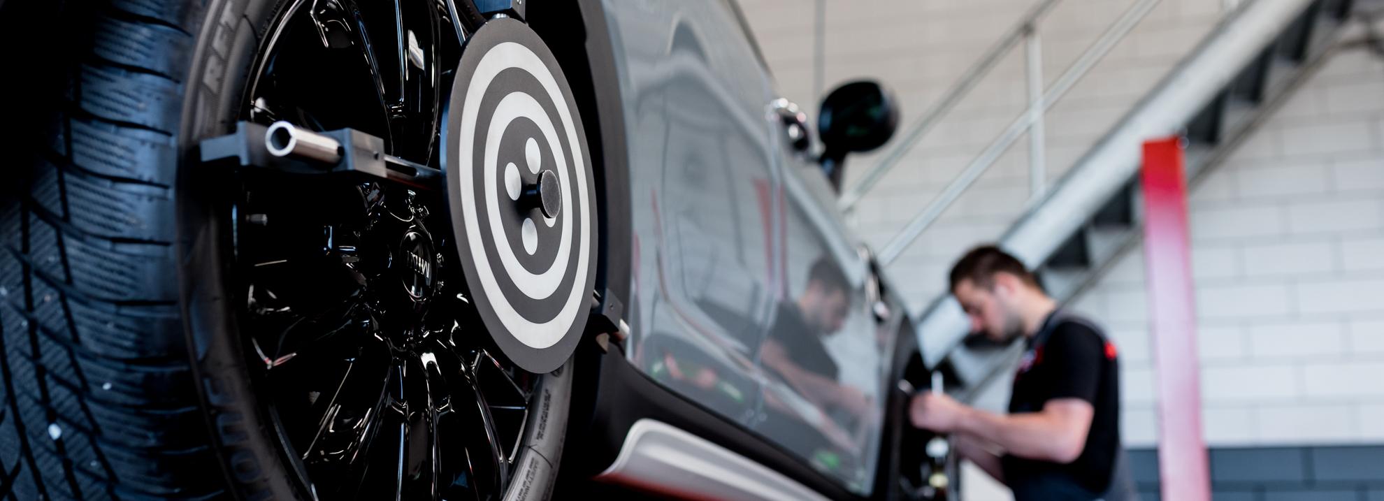 Banden wisselen banden uitlijnen autobedrijf Okken