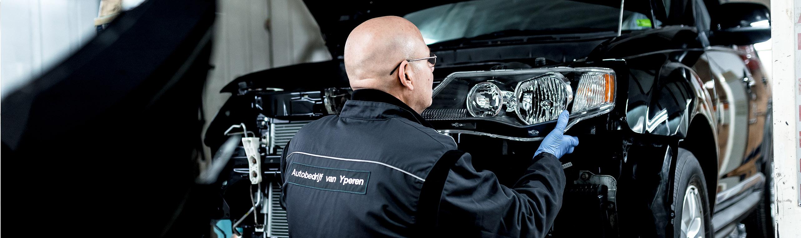 Schade en ruitreparatie bij autobedrijf van Yperen