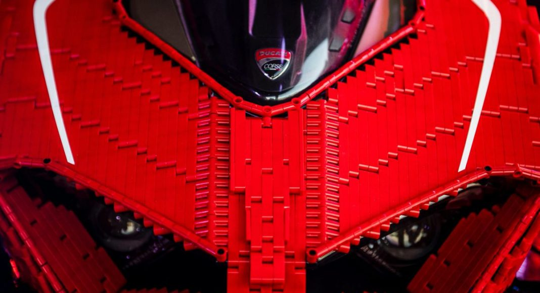 Lego Ducati Panigale V4