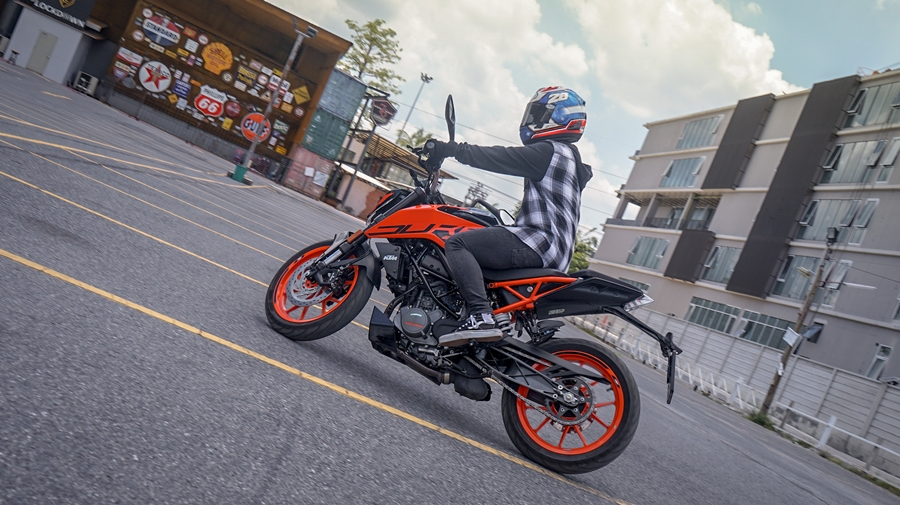 Review KTM 200 Duke