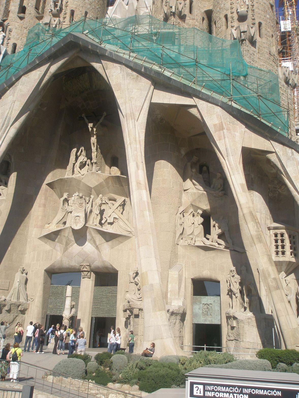 barcelona_cathedral_antonio_gaudi_barcelona_spain606_14_06_2019