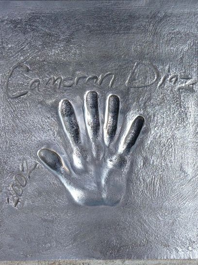 At the Palace of Festivals there is an alley with handprints of movie stars (about a hundred). From the names I know found the tiles Cameron Diaz, Sharon Stone
