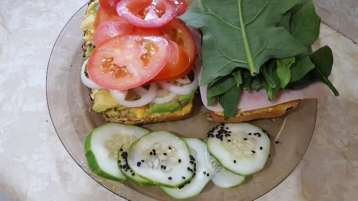 Sándwich de pechuga de pavo con espinacas