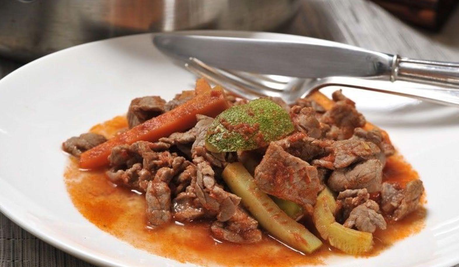 Guisado de carne de res con zanahoría  y calabaza