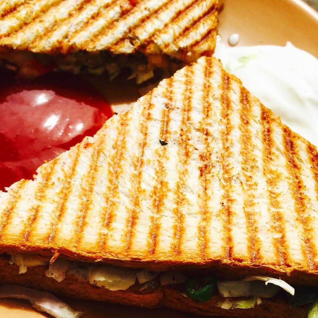 Sandwich de pollo con hummus de garbanzo