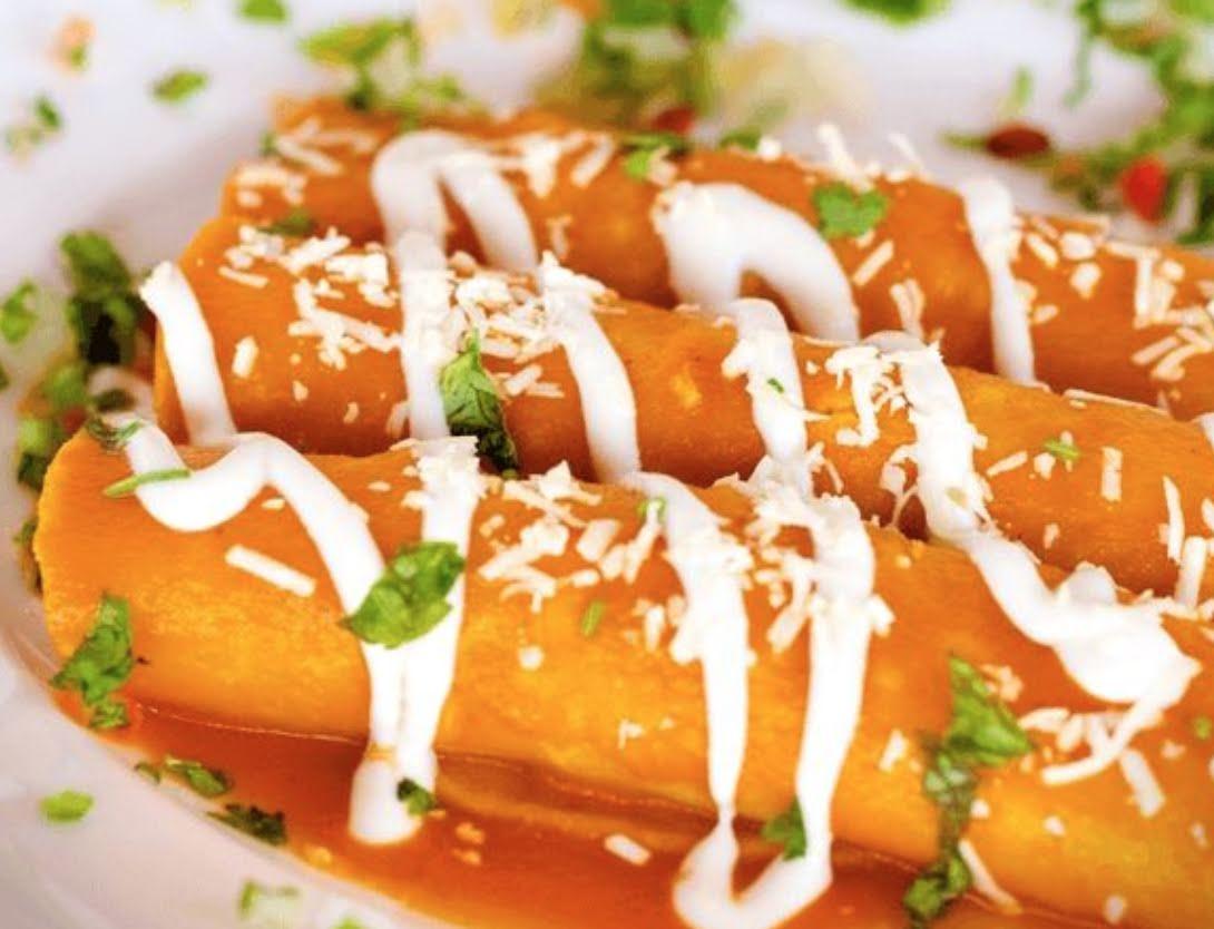 Enchiladas de pollo en salsa cremosa de chipotle