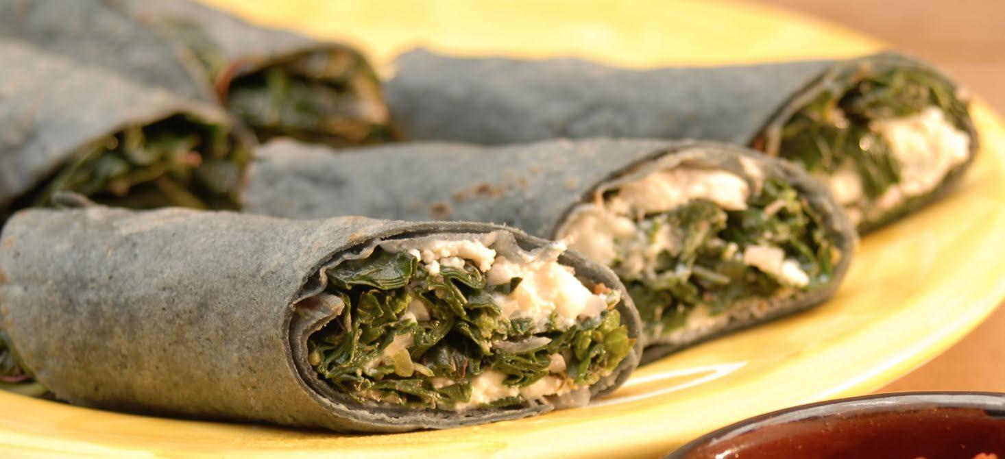 Taquitos/Burritos de nopales con aguacate y requesón