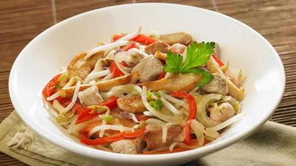Pollo con verduras guisadas