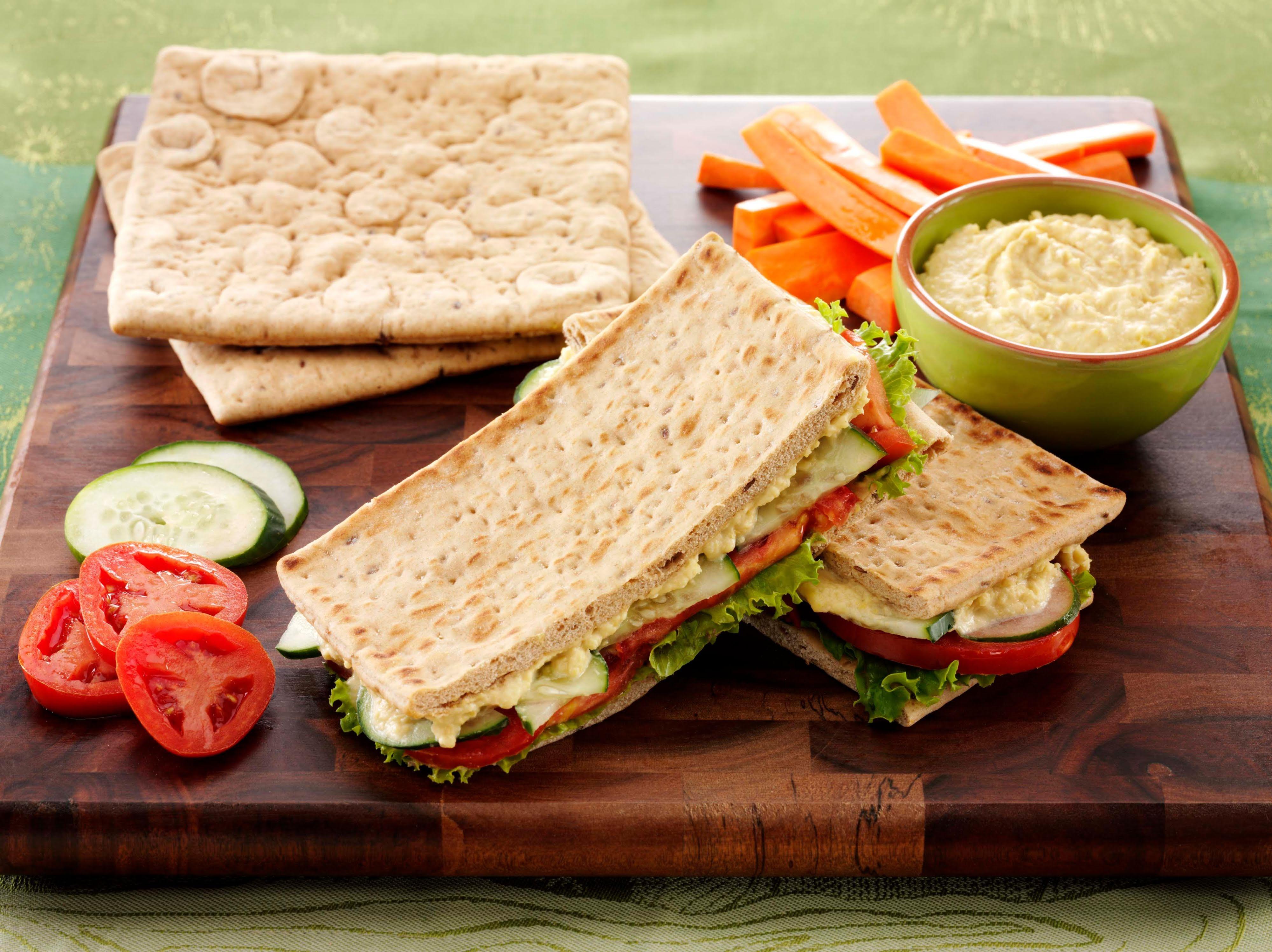 Sándwich de hummus y verduras