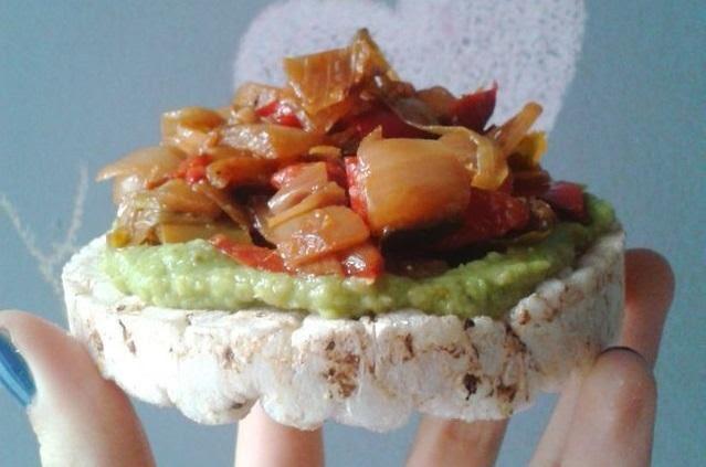 Tortitas de arroz con verduras asadas