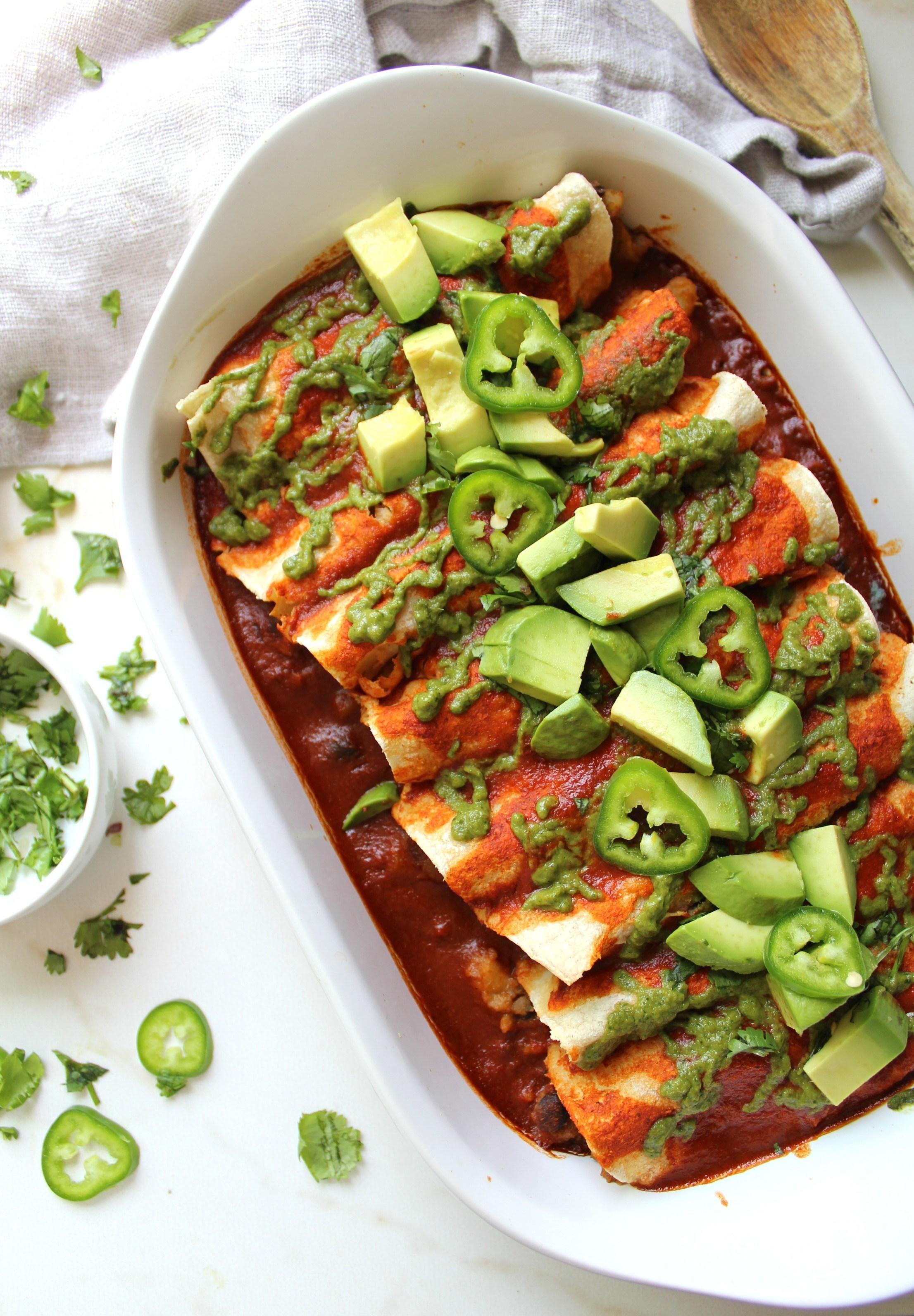 Enchiladas de frijol en salsa roja