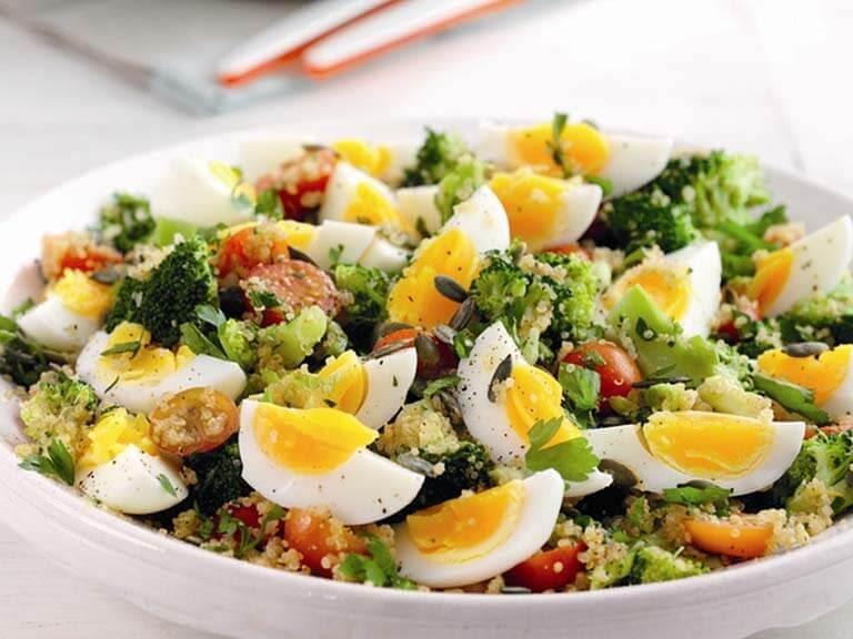 Ensalada de quinoa y huevo