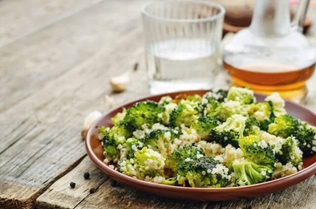Brócoli con quinoa