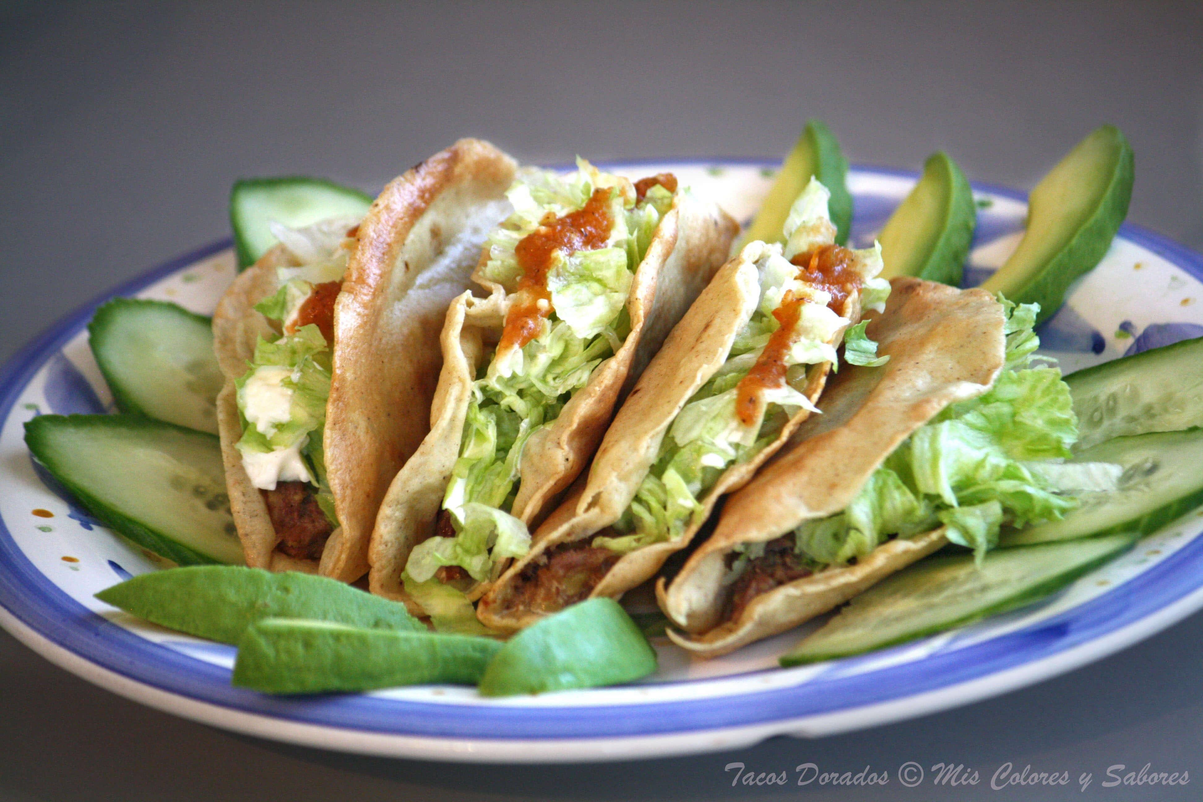 Tacos dorados de aguacate con aderezo fit