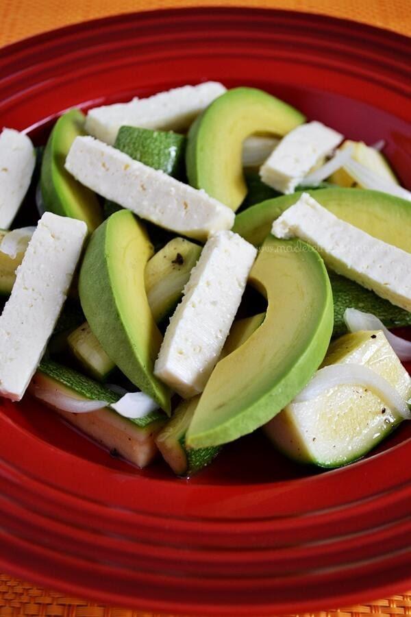 Tostadas con queso y aguacate