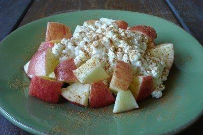 Manzana con queso cottage
