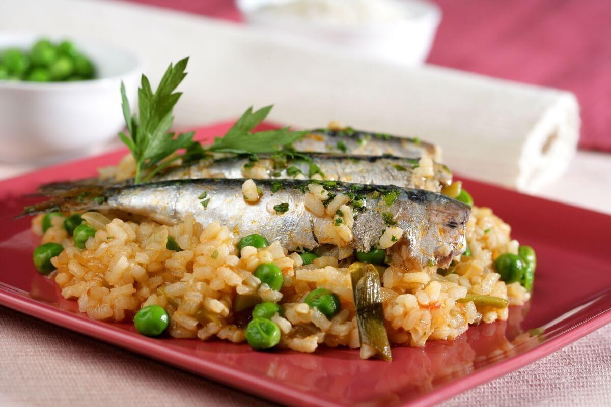Sardinas con arroz y aguacate