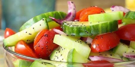 Ensalada de pepino, tomate y mozzarella