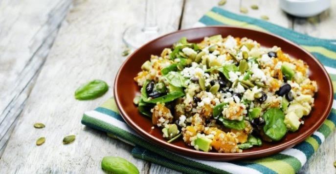 Ensalada de quinoa, frijoles y menta