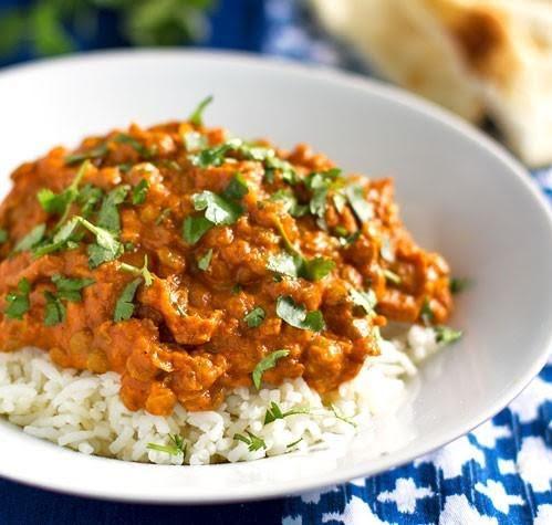 Curry de lenteja sobre arroz