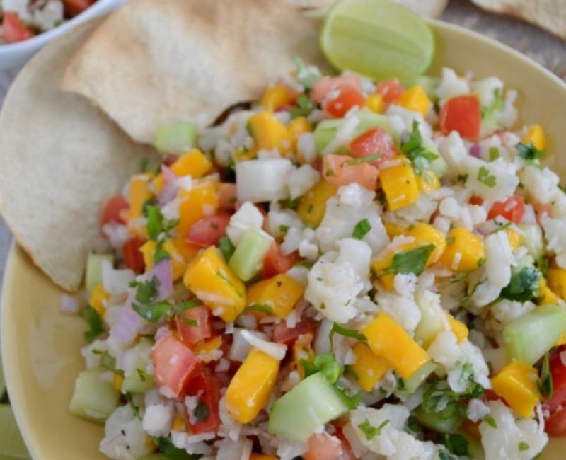 Tostadas de ceviche de coliflor y mango