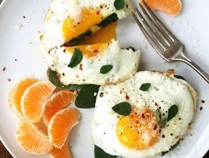 Huevo asado con espinaca