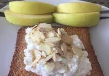 Pan tostado con queso cottage