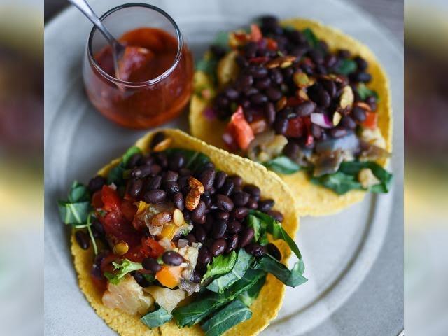 Tacos de frijoles y verduras