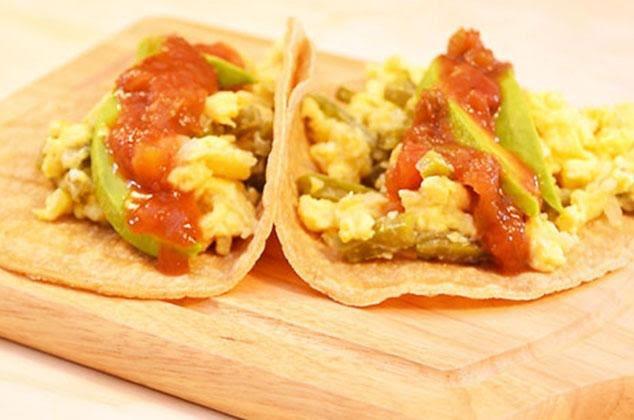 Tacos de huevo con nopales