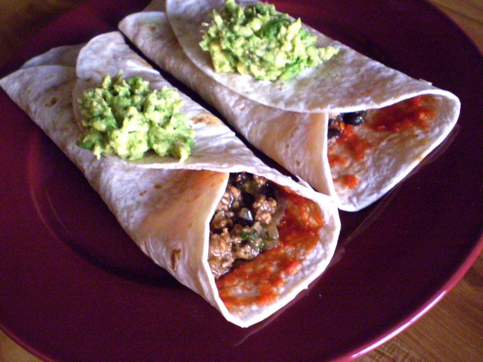 Burritos de frijoles y carne molida