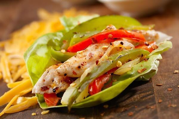 Tacos de pescado con verduras