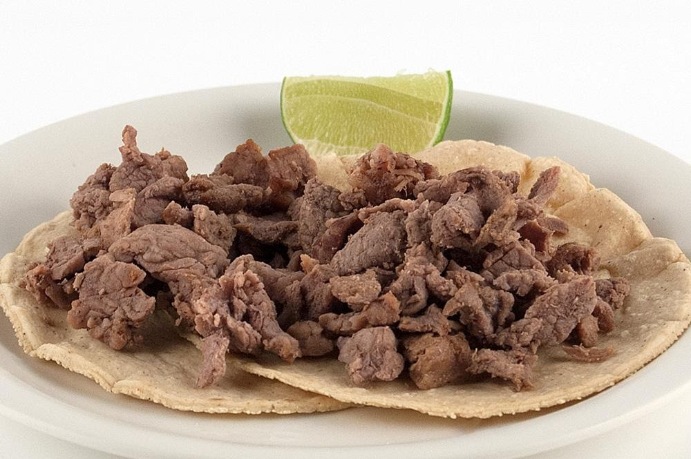 Tacos de bistec con fruta