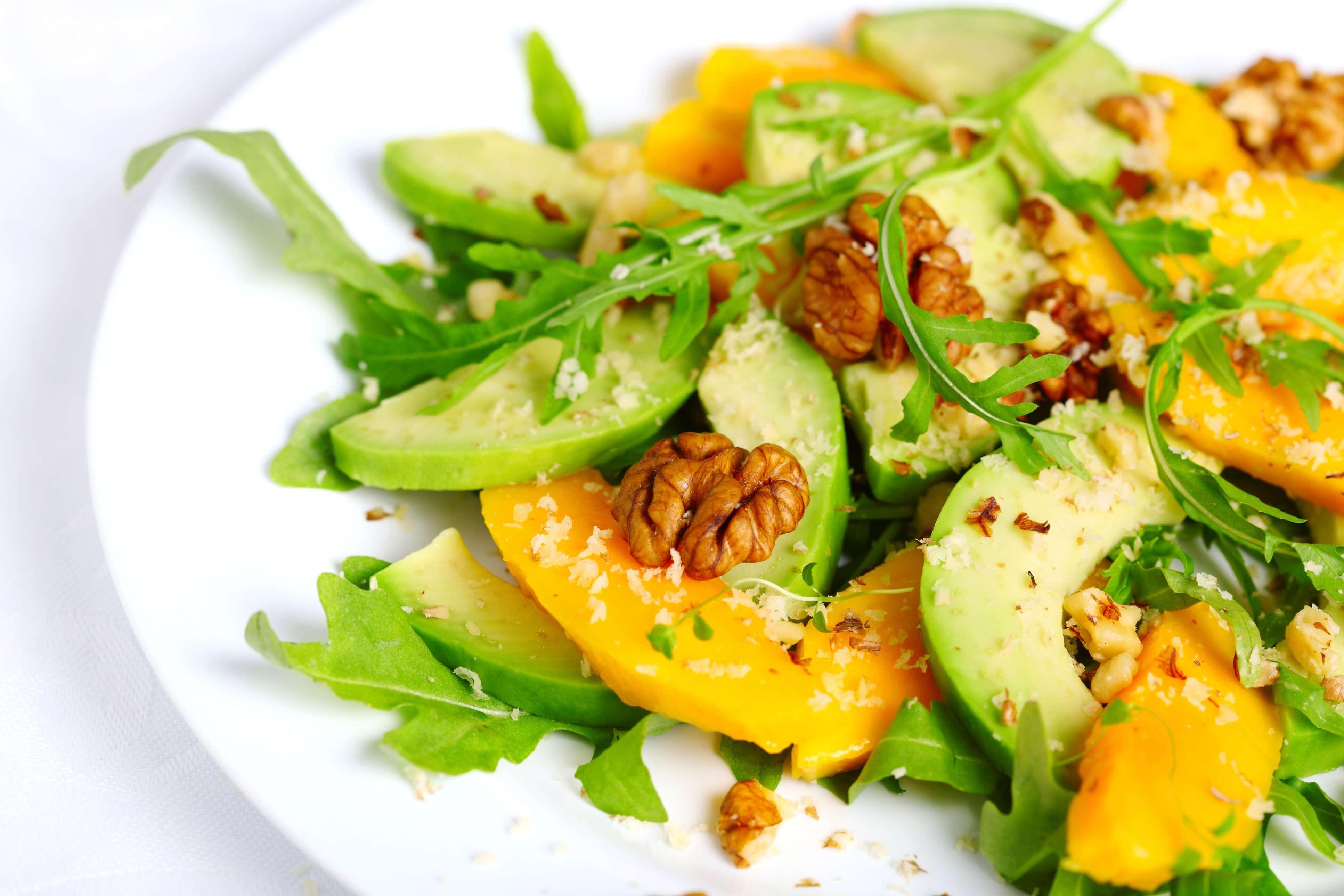 Ensalada de frutos secos y queso fresco