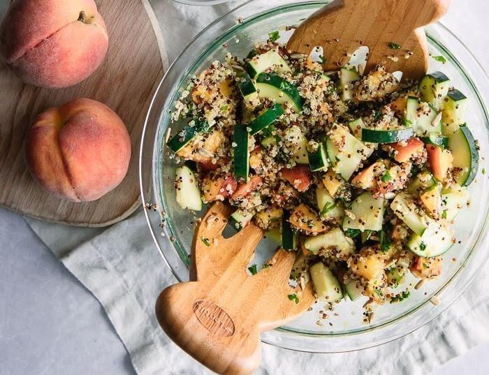 Ensalada de quinoa, durazno y pepino