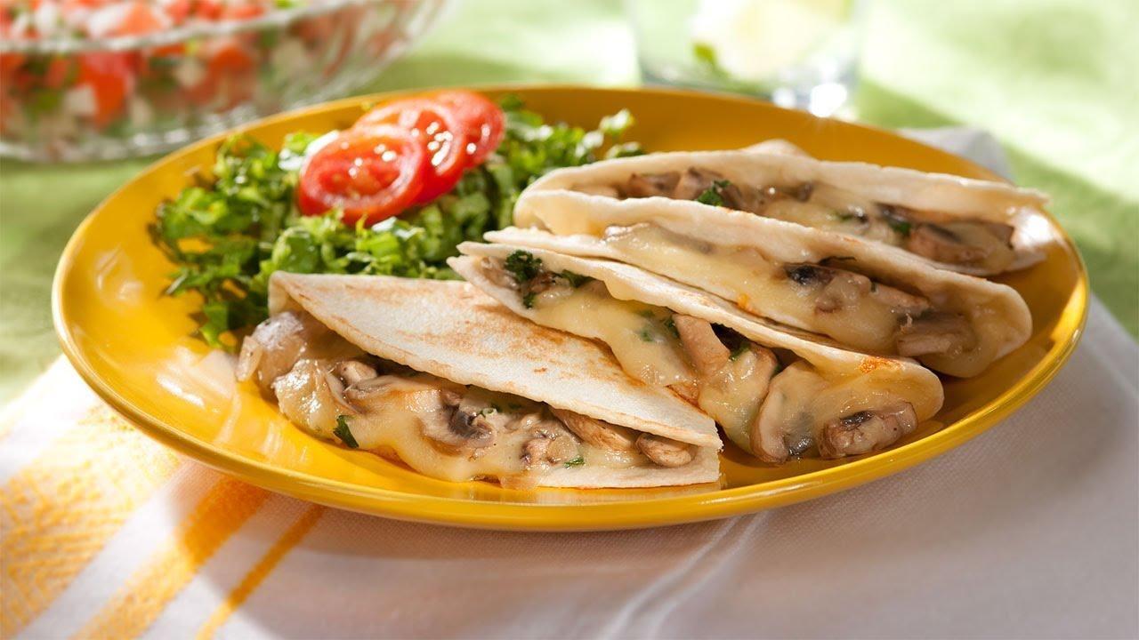 Quesadillas de queso panela con champiñones