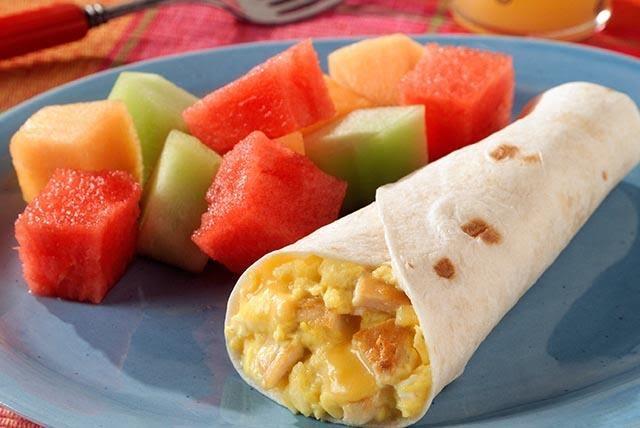 Burrito de huevo con queso panela
