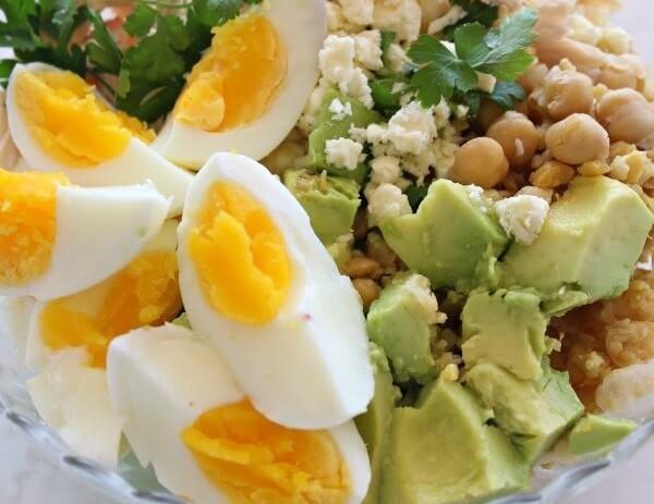 Ensalada de garbanzo y huevo duro